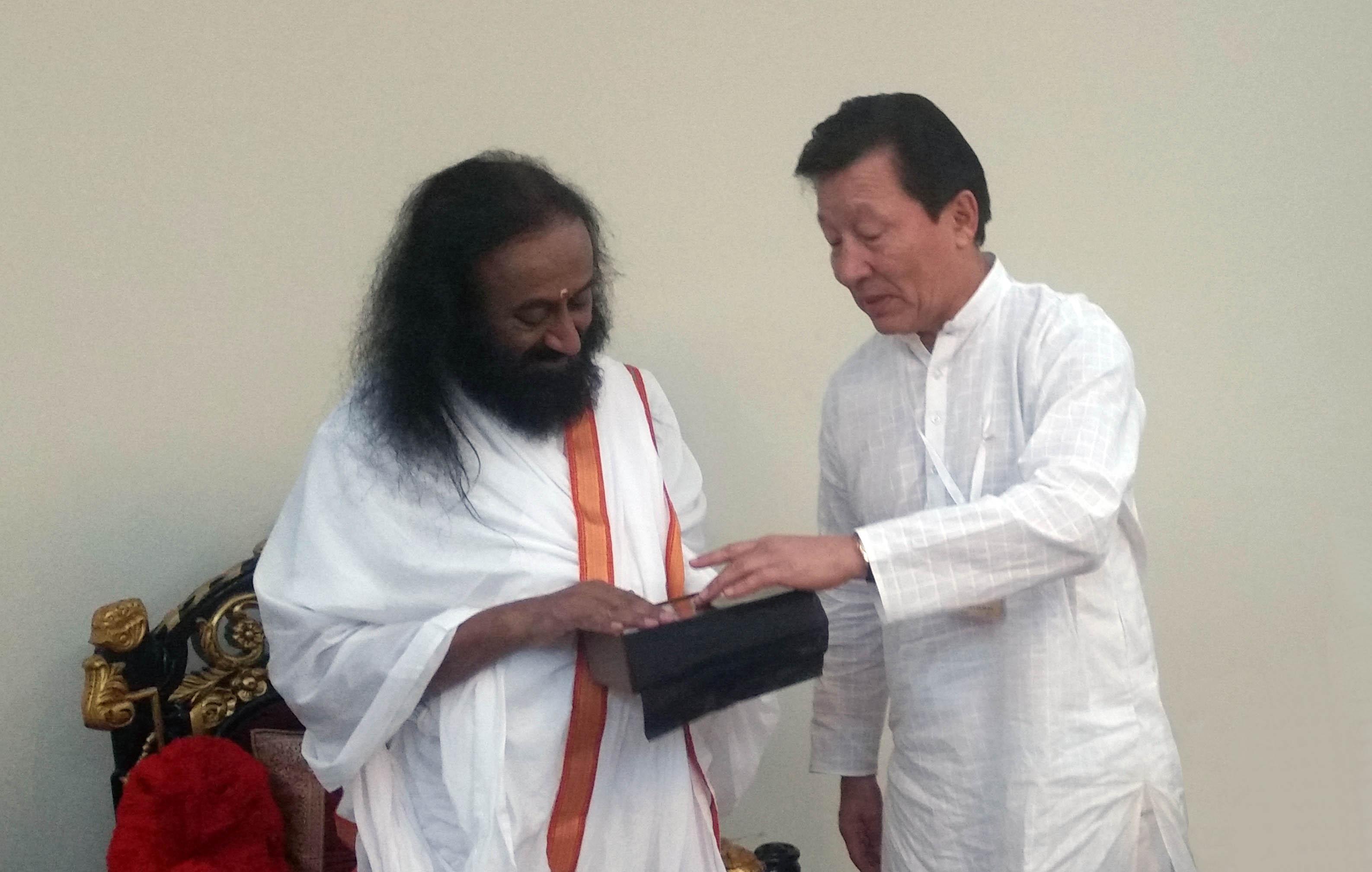 Дружеский визит в штаб-квартиру международного гуманитарного лидера Шри Шри Рави Шанкар в Бангалоре