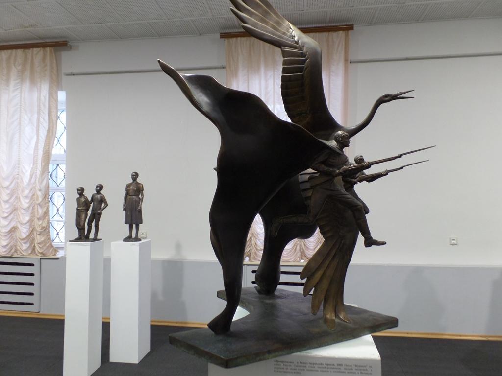 Выставка «Превратились в белых журавлей»